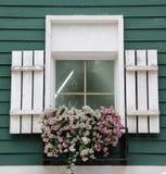 Bello davanzale con il vaso di fiore Fotografia Stock Libera da Diritti