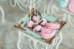 Bello dessert saporito dolce al forno decorato multicolore della barra di caramella Fotografia Stock