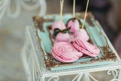 Bello dessert saporito dolce al forno decorato multicolore della barra di caramella Fotografie Stock