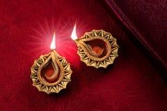 Bello Diwali dorato Diya Lamp Lights Immagini Stock