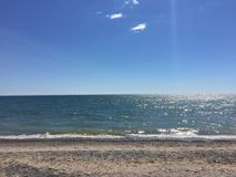 Bello e giorno soleggiato alla spiaggia Fotografie Stock Libere da Diritti