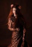 Bello e modello elegante in vestito Fotografia Stock