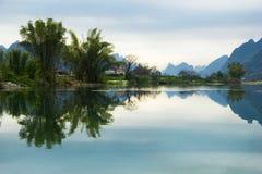 Bello e paesaggio pacifico dell'acqua Fotografia Stock