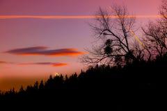 Bello e tramonto romantico nel paesaggio onirico della Stiria fotografia stock
