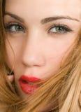 Bello expresion biondo della donna con gli occhi verdi Immagini Stock