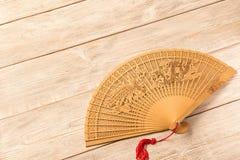 Bello fan di legno sulla tavola di legno immagine stock libera da diritti
