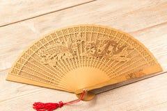 Bello fan di legno sulla tavola di legno fotografia stock