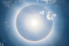 Bello fenomeno di alone del sole in Tailandia Immagini Stock