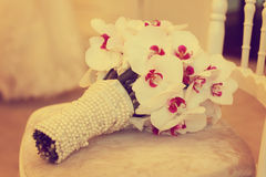 Bello fiore di disposizione della decorazione del mazzo di nozze dell'orchidea Fotografia Stock Libera da Diritti
