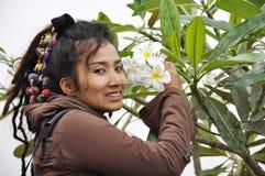 Bello fiore di Dreadlock dei capelli delle donne Fotografia Stock
