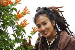 Bello fiore Dreadlock dei capelli delle donne Fotografie Stock Libere da Diritti