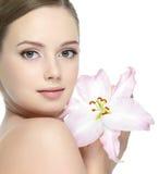 Bello fiore e bella ragazza Fotografia Stock Libera da Diritti