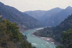 bello fiume in Himalaya Immagini Stock