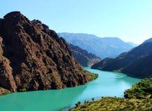 Bello fiume nel Kirghizistan Fotografia Stock