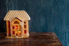 Bello fondo con la casa di pan di zenzero Immagini Stock