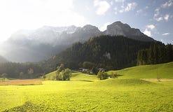 Bello fondo del paesaggio con una vista della Baviera immagini stock libere da diritti