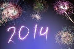 Bello fondo variopinto per i nuovi anni con i fuochi d'artificio Fotografia Stock
