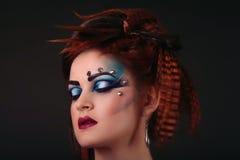 Bello fronte abbastanza femminile con ombretto multicoloured - clos Fotografie Stock Libere da Diritti