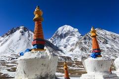 Bello fronte del nord della montagna sacra di Kailash con lo shortenspagoda bianco del Tibet Immagini Stock Libere da Diritti