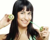 Bello fronte del ` s della donna con il kiwi Fotografia Stock