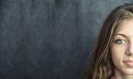 Bello fronte dell'adolescente con la pelle perfetta di salute fotografia stock libera da diritti
