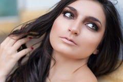 Bello fronte della giovane donna Fotografie Stock Libere da Diritti