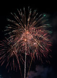 Bello fuoco d'artificio sul cielo alla notte Immagine Stock Libera da Diritti