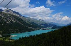 Bello ghiacciaio-lago Silvaplana visto da Furtschella fotografie stock libere da diritti