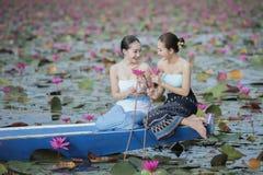 Bello giacimento di fiore del loto al mare rosso del loto Immagini Stock