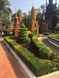 Bello giardino al tempio di Wat Preah Prom Rath in Siem Reap, Cambogia fotografia stock libera da diritti