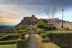 Bello giardino all'interno delle pareti della fortezza in Marvao, l'Alentejo Fotografia Stock Libera da Diritti