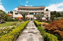 Bello giardino di una villa immagini stock