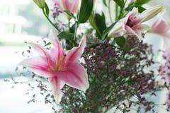 Bello giglio rosa messo nel giorno delle nozze Fotografia Stock Libera da Diritti