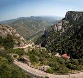 Bello giorno di estate nelle montagne di Montserrat fotografie stock libere da diritti