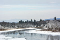 Bello giorno di inverno nelle montagne fotografia stock