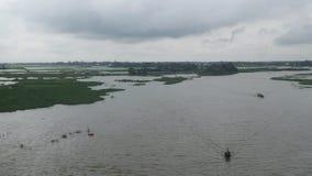 Bello giorno in riva del fiume Immagini Stock Libere da Diritti