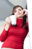 Bello giovane adulto con una tazza Fotografia Stock