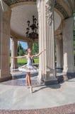 Bello giovane dancing della ballerina, stante dentro Fotografie Stock Libere da Diritti