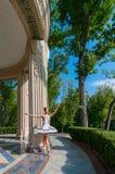 Bello giovane dancing della ballerina, stante dentro Immagine Stock