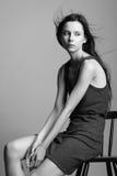 Bello giovane modello che posa nello studio con il emotio differente Fotografia Stock