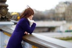 Bello giovane turista a Parigi fotografia stock