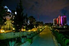 Bello hotel di località di soggiorno alla notte Immagini Stock Libere da Diritti