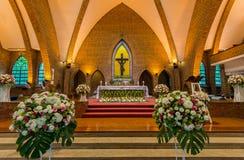 Bello interiore della chiesa cattolica Fotografia Stock