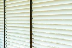 Bello interno della decorazione della finestra dei ciechi di stanza fotografie stock