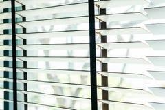 Bello interno della decorazione della finestra dei ciechi di stanza immagini stock
