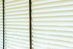 Bello interno della decorazione della finestra dei ciechi di stanza immagine stock libera da diritti