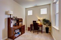 Bello interno della stanza dell'ufficio Fotografie Stock Libere da Diritti