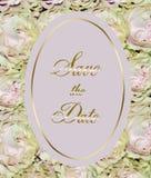 Bello invito di nozze con le rose rosa - sedere floreali festive Fotografie Stock Libere da Diritti