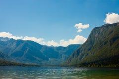 Bello lago in alpi slovene immagini stock libere da diritti