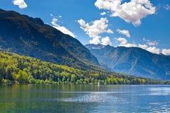 Bello lago in alpi slovene fotografia stock